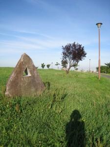 漢方の三角の石