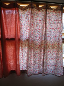 漢方の花柄カーテン