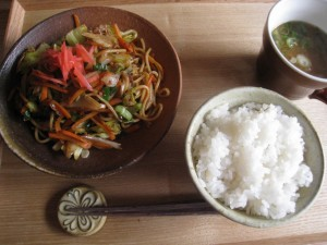 漢方の焼きそば定食