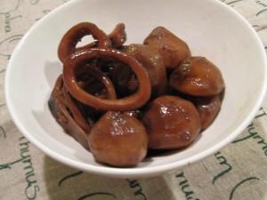 漢方の里芋とイカの煮物