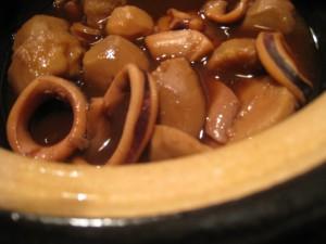 漢方の極楽きび糖を使って里芋とイカの煮物