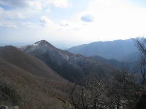 漢方の天狗岩からの藤原岳
